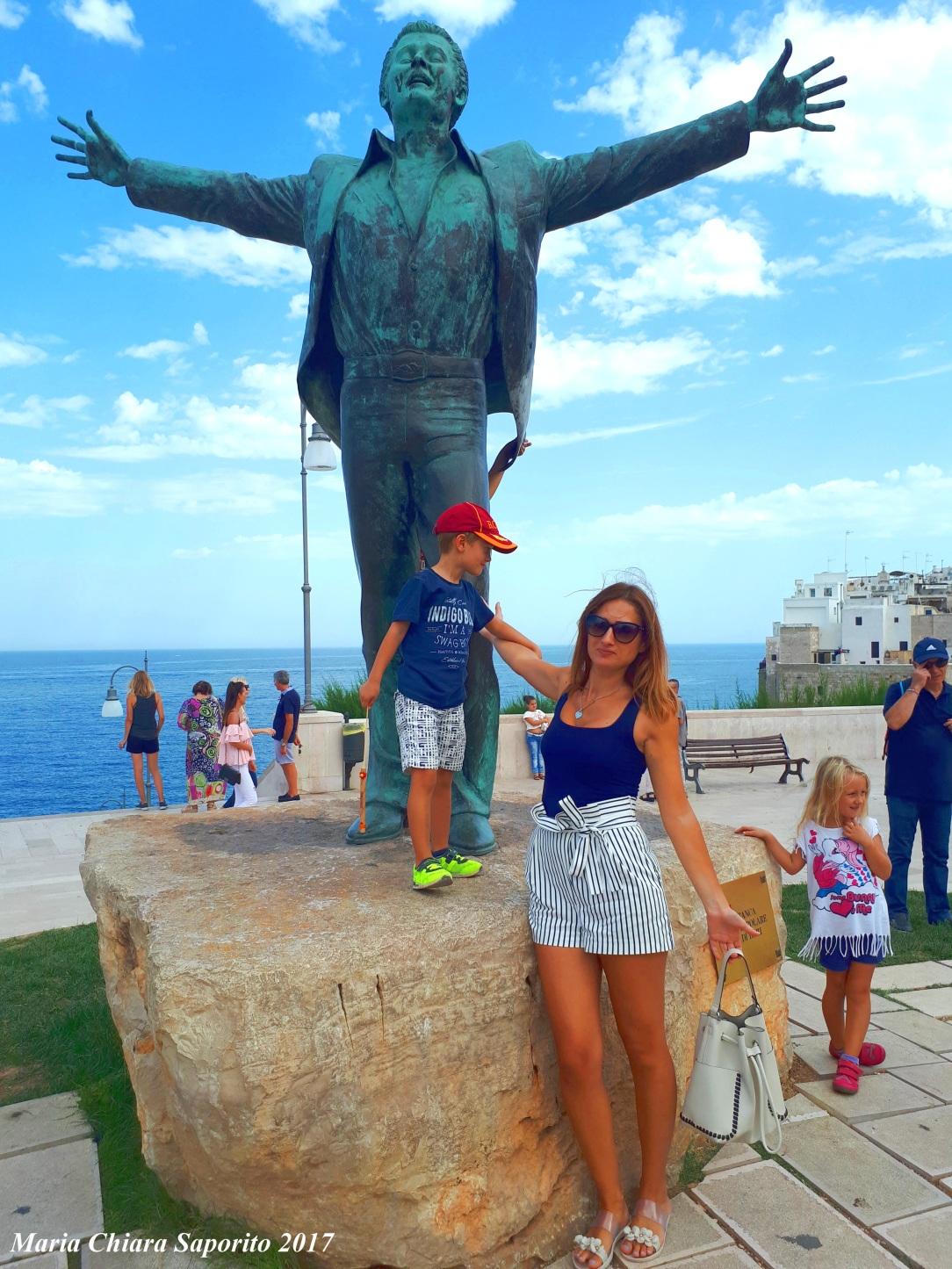 Polignano a Mare cosa vedere - la Statua di Domenico Modugno