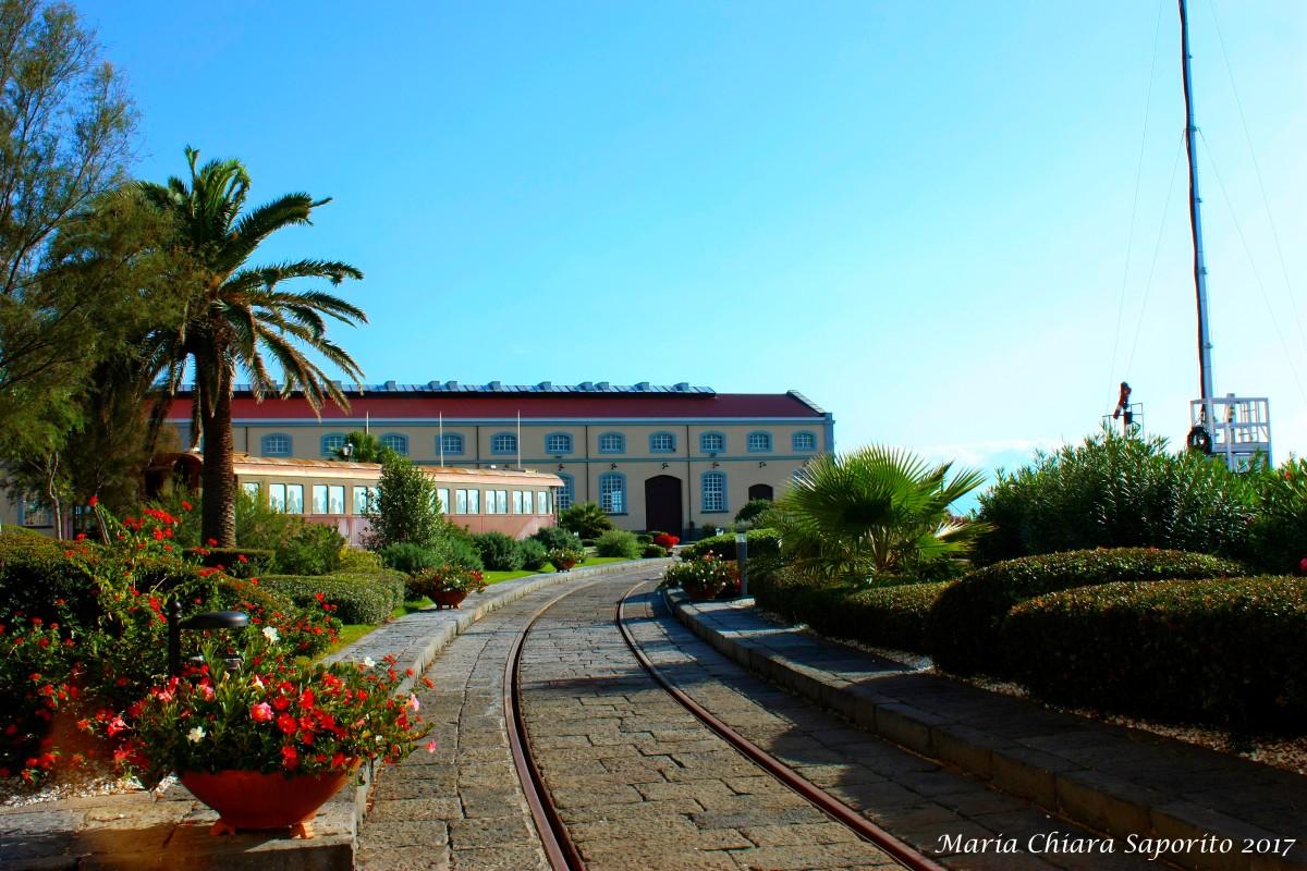Museo di Pietrarsa: i treni storici d'Italia con vista sul Golfo diNapoli